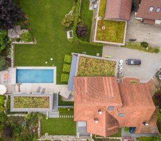 Garten mit Naturpool von oben