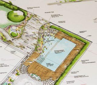 Gartenplanung mit Schwimmteich und Holzdeck