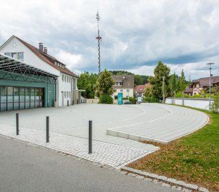 Steinpflaster auf Dorfplatz