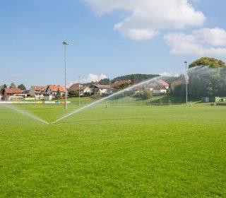 Bewässern einer Sportanlage
