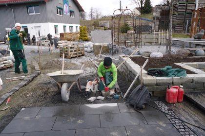 https://www.haas-galabau.de/wp-content/uploads/2018/06/Natursteinprojekt-bb-420x280.jpg