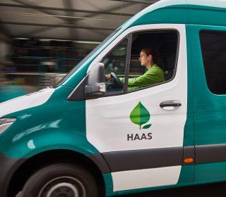 Haas Mitarbeiter bei der Arbeit